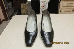 Liz Claiborne Career Heels Size 7.5 Wide in Kingwood, Texas