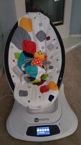 4moms mamaRoo Plush Infant Seat in Multi by 4moms in Hemet, California