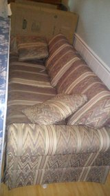 Sofa bed / pull out couch in Fort Belvoir, Virginia