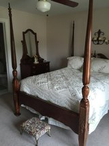 Bedroom Set 5 piece w/ comforter,curtains,pillow shams,bedskirt in Naperville, Illinois