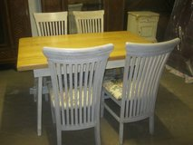 Shabby chic stile table and four chairs made of solid oak in Baumholder, GE