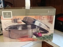 Gibson Lg. Stainless Steel Roaster with rack,and Lid ( Brand New ) in Hopkinsville, Kentucky