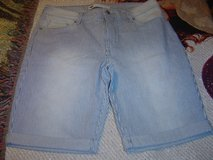 Levis womens 12 pin stripe longer style shorts in Fort Riley, Kansas