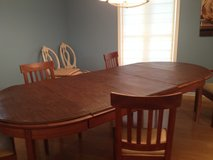 Dining table and 6 chairs in Columbus, Ohio