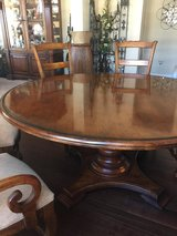 Henredon Round Dining Table + 6 chairs in Minneapolis, Minnesota