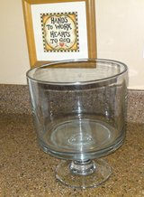 Pampered Chef TRIFLE BOWL w/SELF STORING Pedestal  - GLASS 2832 in Camp Lejeune, North Carolina