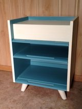 END TABLE / NIGHT STAND in Glendale Heights, Illinois