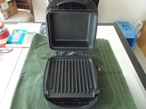 ULTREX INDOOR GRILL WITH LID in Fort Campbell, Kentucky