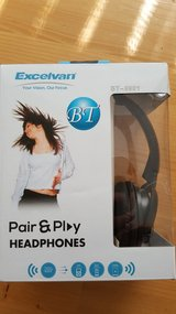 Brand new bluetooth headphone / fm radio and mpe player in Ramstein, Germany