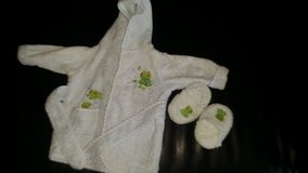 Baby robe with slippers 0-9m in Travis AFB, California