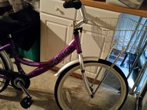 "24"" La Jolla Beach cruiser bike with front basket in Fort Bragg, North Carolina"