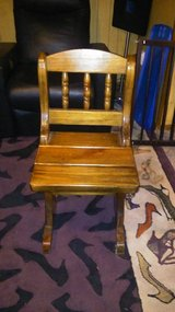 Solid wood chair (1) in Macon, Georgia