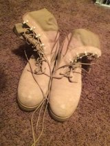 9.5 R Tan Army boots in Fort Rucker, Alabama