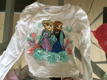 Elsa & Anna T-shirt almost new 3-4T in Okinawa, Japan