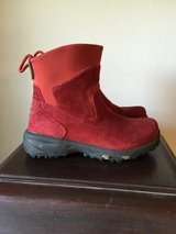 Womens LL bean thinsulate boots sz 6 in Fort Leonard Wood, Missouri