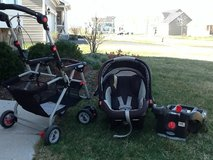 Graco Snap & Go, Black Graco Car Seat, and Base in Orland Park, Illinois