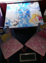 Disney Princess Table w/ 2 chairs in Las Cruces, New Mexico
