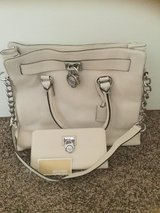 NWT Michael Kors Hamilton with matching wallet in Fort Bliss, Texas