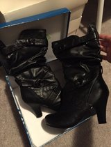 Size 7 1/2 blk boots in Hinesville, Georgia
