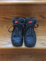 Nice Boys Nike size 3 y in Batavia, Illinois