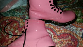 Women's Dr Martens 7.5 in Tomball, Texas