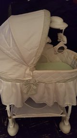 Baby bassinet in Algonquin, Illinois