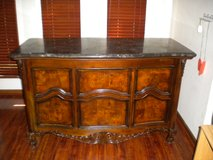 Bar with marble top in Pleasant View, Tennessee