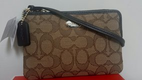 Coach wristlet brown signature new with tags Authentic in Fort Belvoir, Virginia