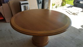Round Kitchen/Dining Table in League City, Texas