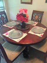 Dinner table with 4 chairs in Katy, Texas
