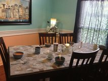 Free dining table. Come get!>>PENDING TONIGHT in Clarksville, Tennessee