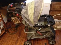 Like new Baby Trend stroller and baby car seat a set its awesome in Hinesville, Georgia