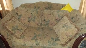 Comfortable Love seat & couch in Wiesbaden, GE