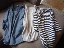 Lot of 3 maternity shirts small in Elgin, Illinois