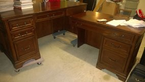 L-Shaped Wooden Executive Desk for Sale with Dovetail Drawers in Conroe, Texas