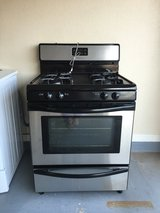 Gas Oven / Microwave set in Fort Bliss, Texas