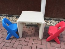 Kids Table and chairs in Wiesbaden, GE