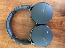 Sony MDR-xb950bt wireless headphones with bass booster in Batavia, Illinois