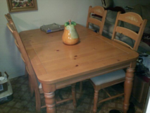 Fontana Broyhill Kitchen table and 4 chairs with leaf in Clarksville, Tennessee