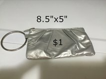 Clutch purse with zipper in Houston, Texas