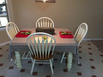 Kitchen Table and Chairs in Fort Rucker, Alabama