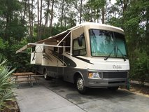 2006 National RV Dolphin class A motorhome in Fort Campbell, Kentucky
