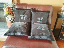 beautiful four pillows in Algonquin, Illinois