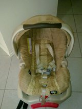 Graco Baby Carrier - Car Seat In One in Ramstein, Germany
