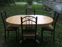 ~TABLE & 4 CHAIRS~ in Camp Lejeune, North Carolina