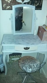 Vanity with stool need cash very sturdy must pick up in Fort Sam Houston, Texas