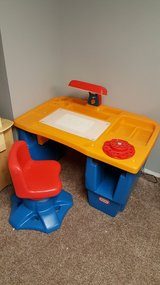 Little tikes desk in Lockport, Illinois