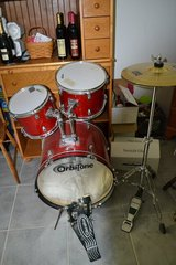 drum set with high hat & pedal that is able to connect to another pedal in Ramstein, Germany
