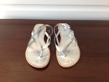 Girls Silver Thong Sandals Size 4 in Glendale Heights, Illinois