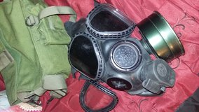 Gas mask with extra's and carrying case in Lawton, Oklahoma